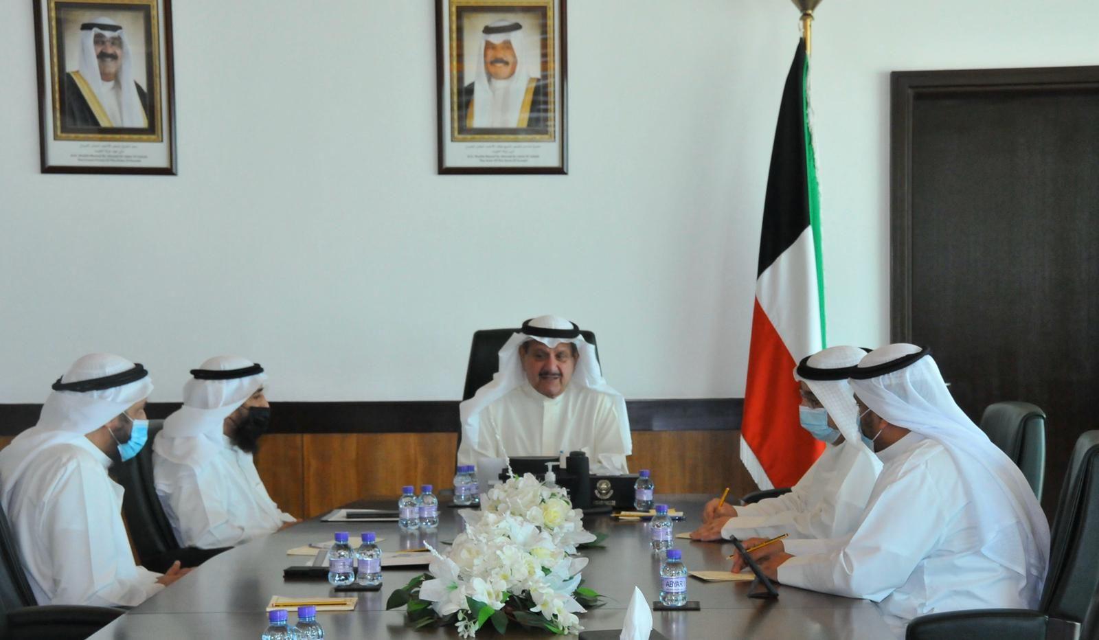 وزير الاوقاف عيسى الكندري يؤكد على ضرورة استمرار التعاون مع الأجهزة الرقابية